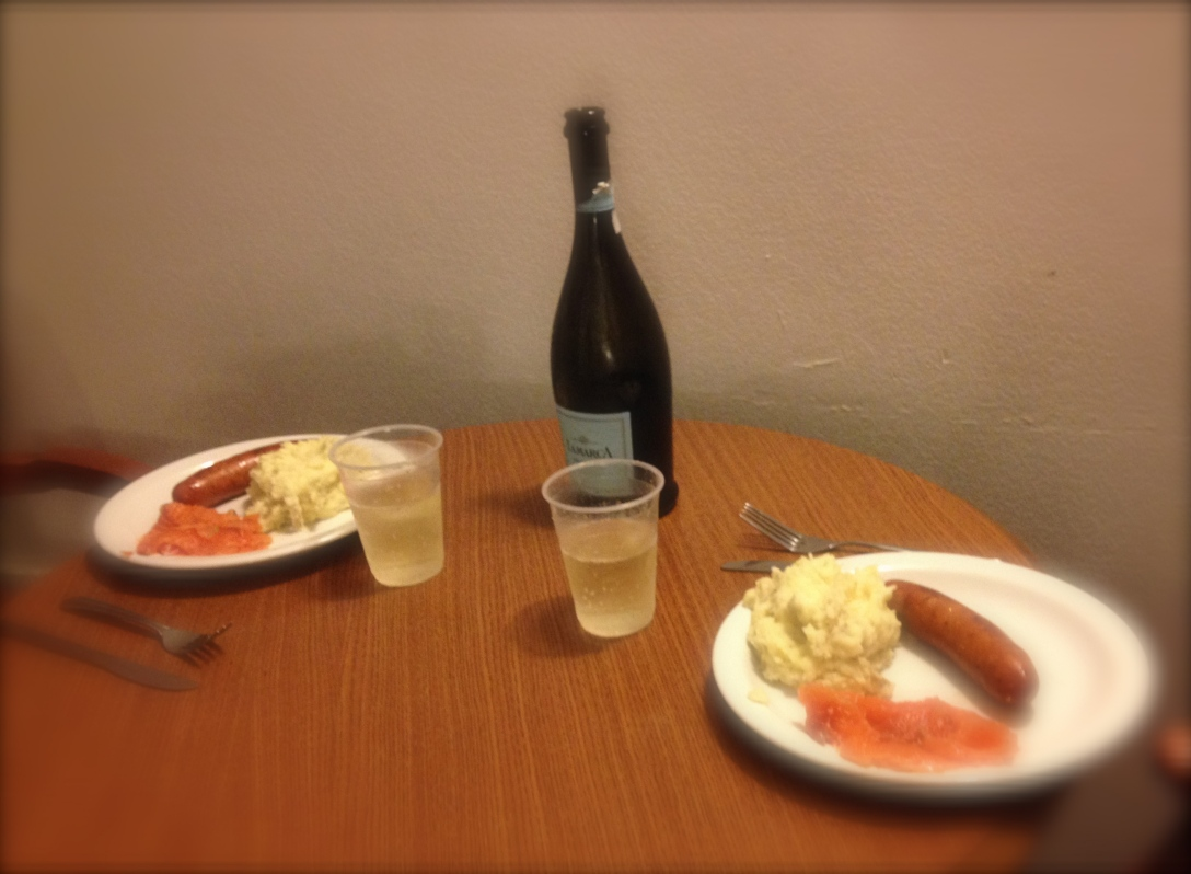 Graved salmon, mashed potatoes, sausage, and Prosecco. I wish it looked more cozy, it actually was quite so.