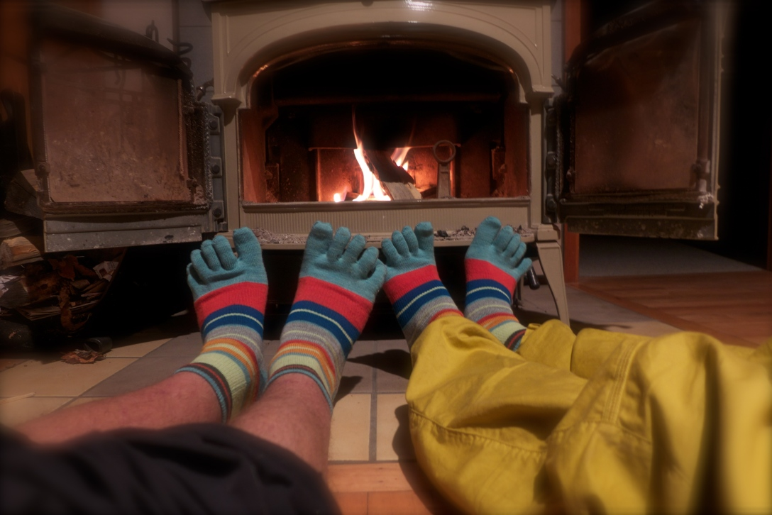 So I'll post this instead. Centennial way before X-mas, but anyway - fireplace and twin knitted socks!