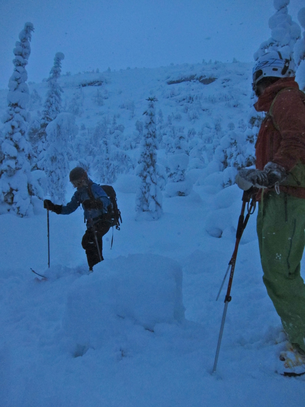 Martin and Pär looking up at our final run, in that glorious mid-winter sun..