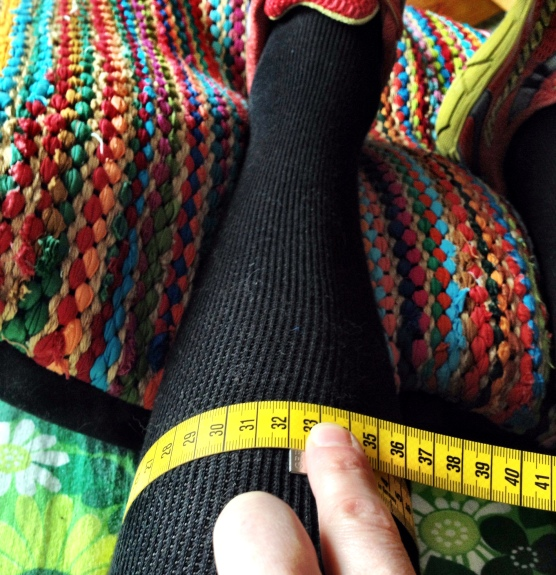 Fibula fractured leg's calf: 32 cm