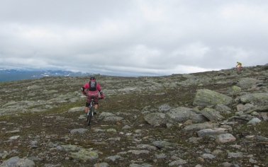 Maria and Marting riding down Murtsertoppen
