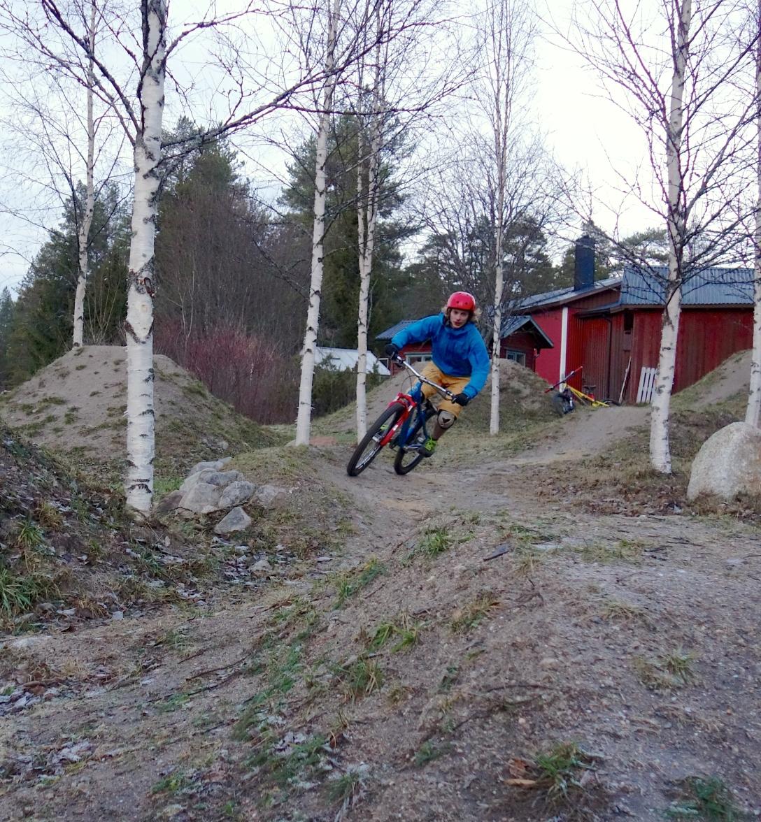 Riding Tanders dirt in Bäck