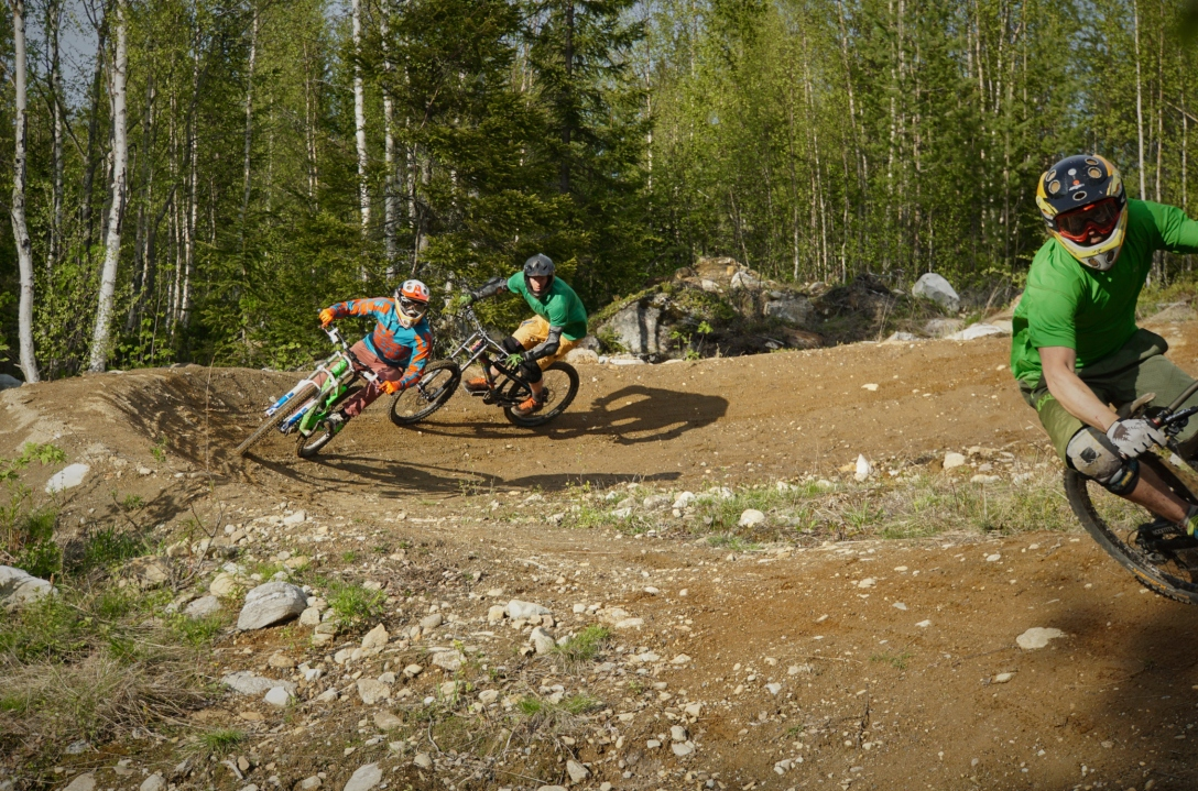 Wohoo, Americans riding northern dirt! Photo by Maria Hedberg.