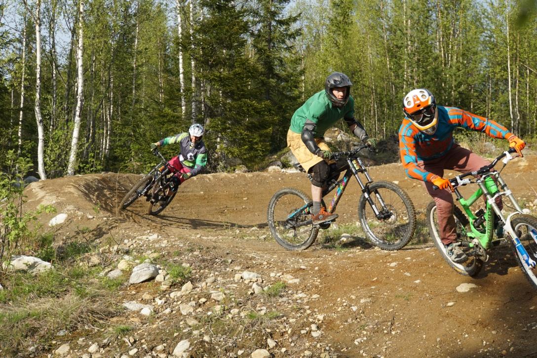 Wohoo, Americans riding Swedish dirt!