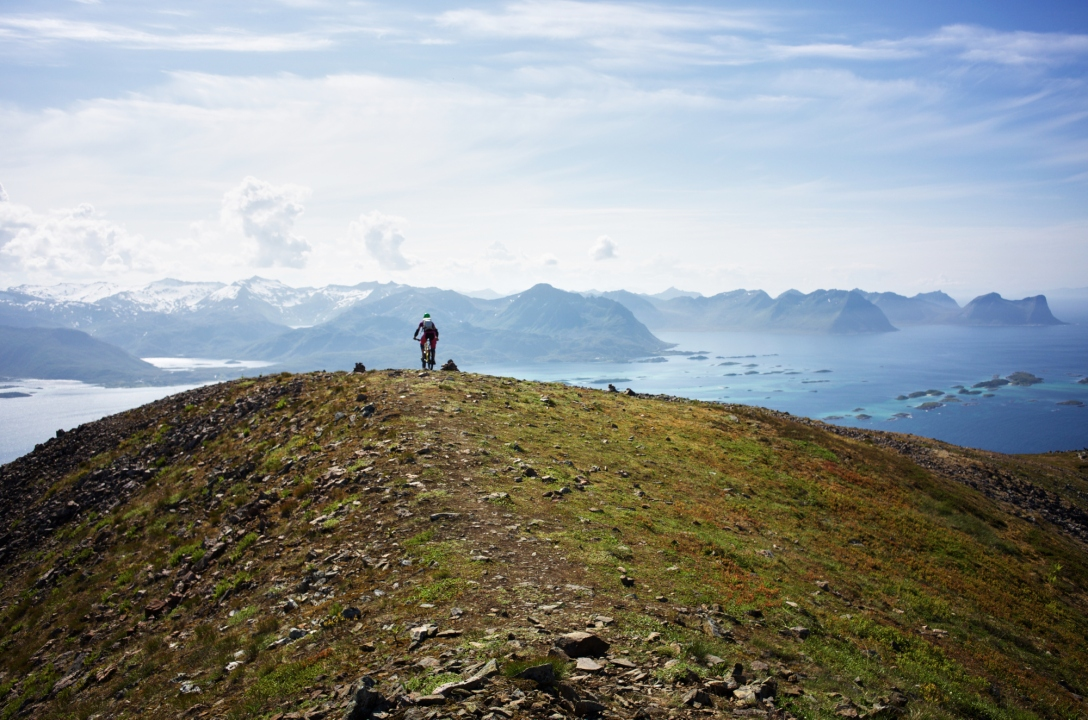 Going down Husfjellet. Shot by Martin.