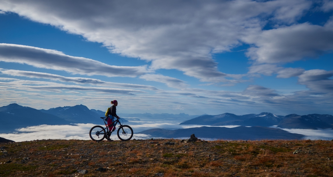 The right way not to see Tromsø at all, from a mountain top and with a bike.