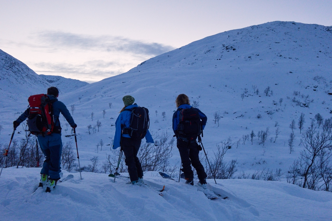 Jon, Linnea and Martin contemplating the rocks at Durmålstind. To many and to big. Durmålstinden will have to wait until next snowfall.
